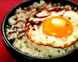 Pan-fried Eggs On Rice With Oyster Sauce