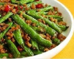 Dry-Fried Green Beans with Mince
